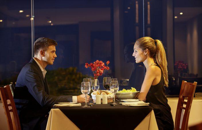 Dating einen mann und ein mädchen zur gleichen zeit